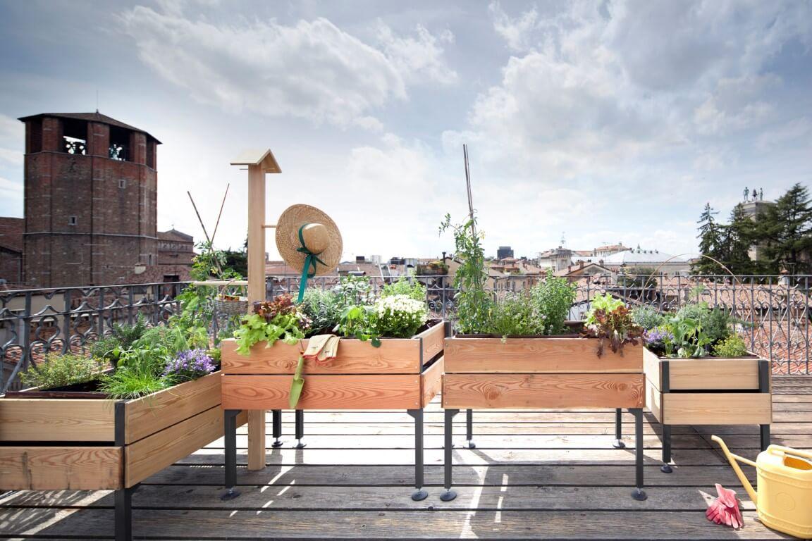 Come scegliere i migliori vasi per piante e fiori o per l for Arredare un terrazzo con piante e fiori