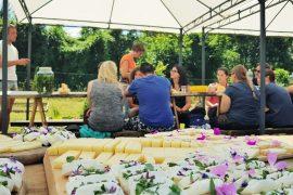 Prenota la tua grigliata tra fiori e prodotti locali